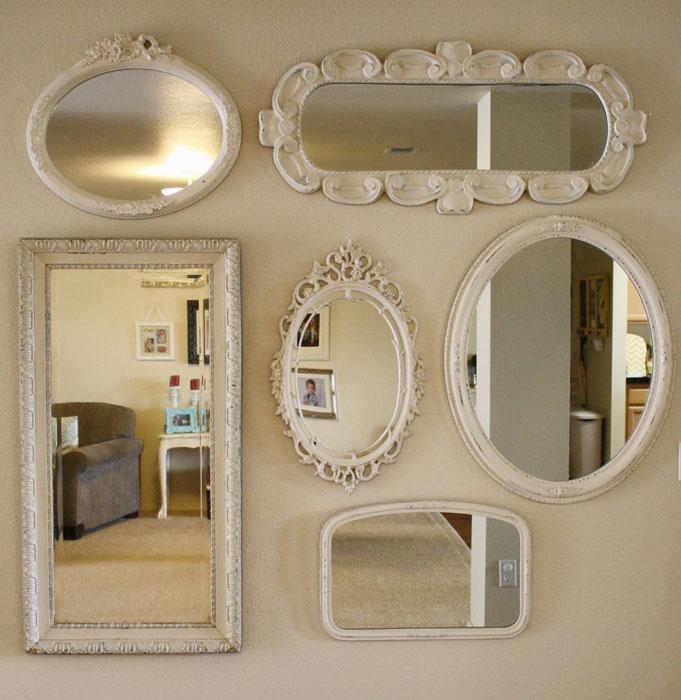 cuelgue espejos de diferentes tamaos y formas para darle movimiento la espacio