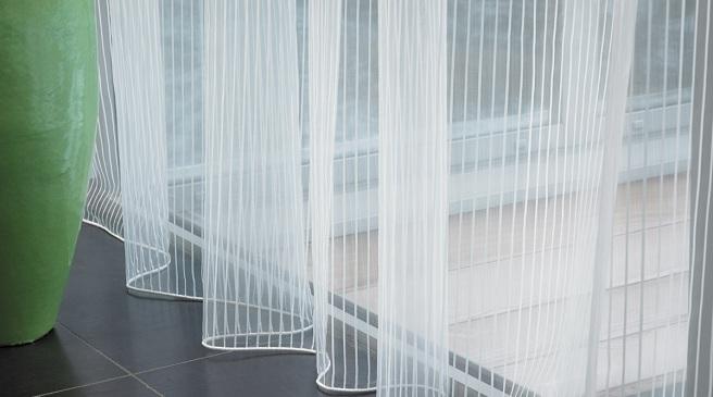 Las mejores cortinas para que entre la luz a tu hogar for Visillos para salon