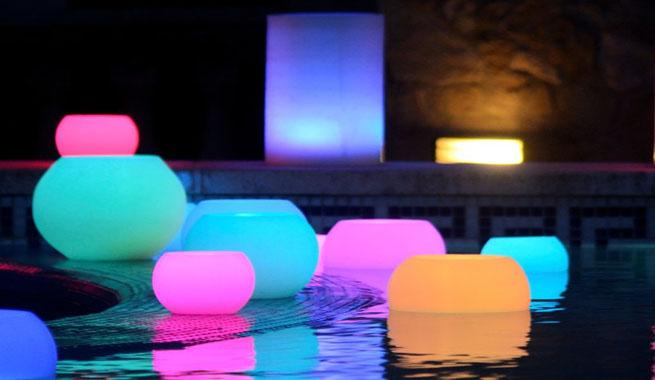 Decorar con velas led for Velas para piscinas