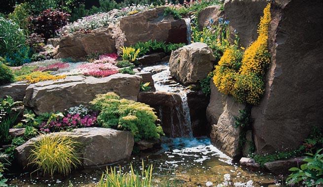 Jardines de rocalla en cualquier espacio for Cascadas artificiales para jardin