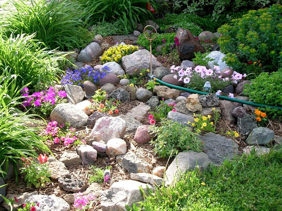 Jardines de rocalla en cualquier espacio - Jardines rusticos pequenos ...