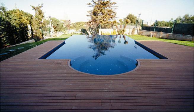Terrazas de madera para el jard n for Terrazas para piscinas elevadas