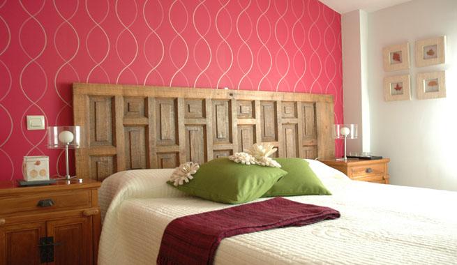 Decorablog revista de decoraci n - Decorar paredes con telas ...