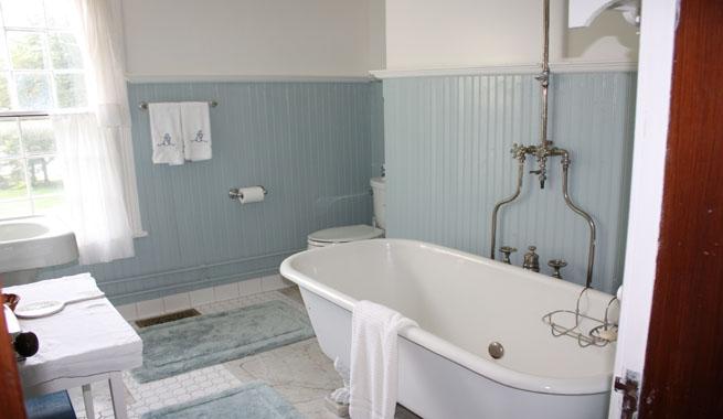 Bano vintage zocalo azul for Azulejos vintage bano