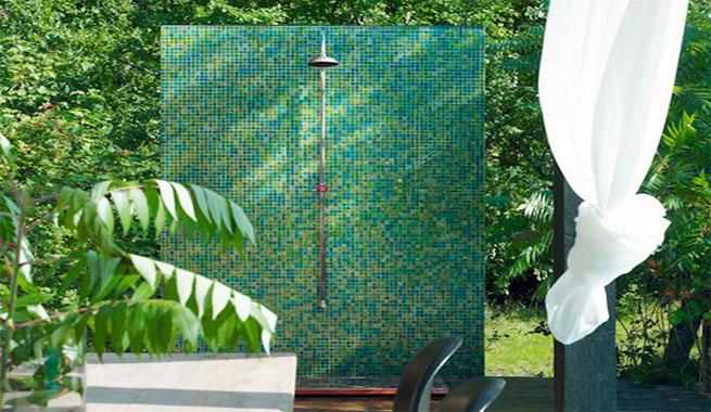 Duchas de exterior para terraza y jard n for Duchas para piscinas exterior