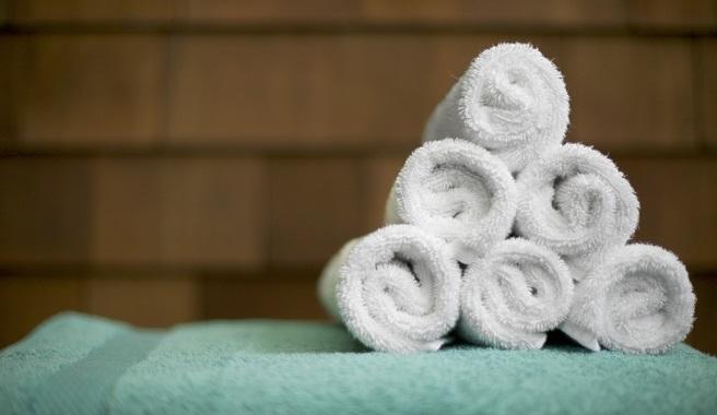 Ideas para guardar las toallas en el ba o - Toallas para bano ...