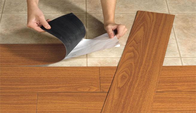Renovar el suelo de la cocina for Parquet vinilo adhesivo