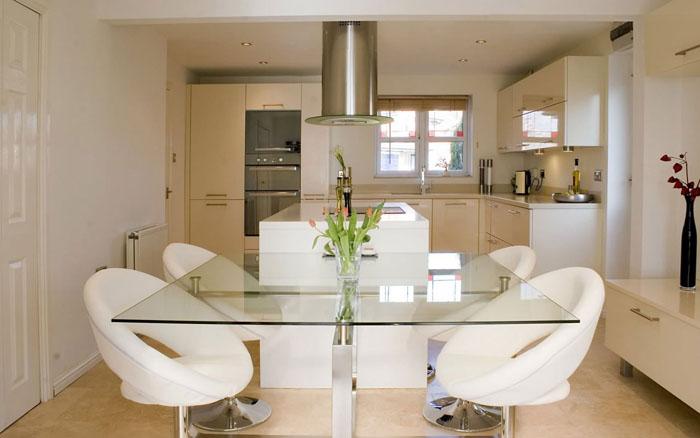 Pequeno espacio cocina y comedor
