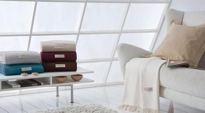 Fundas para sof s una manera econ mica de renovar el sal n - Telas para cubrir sofa ...