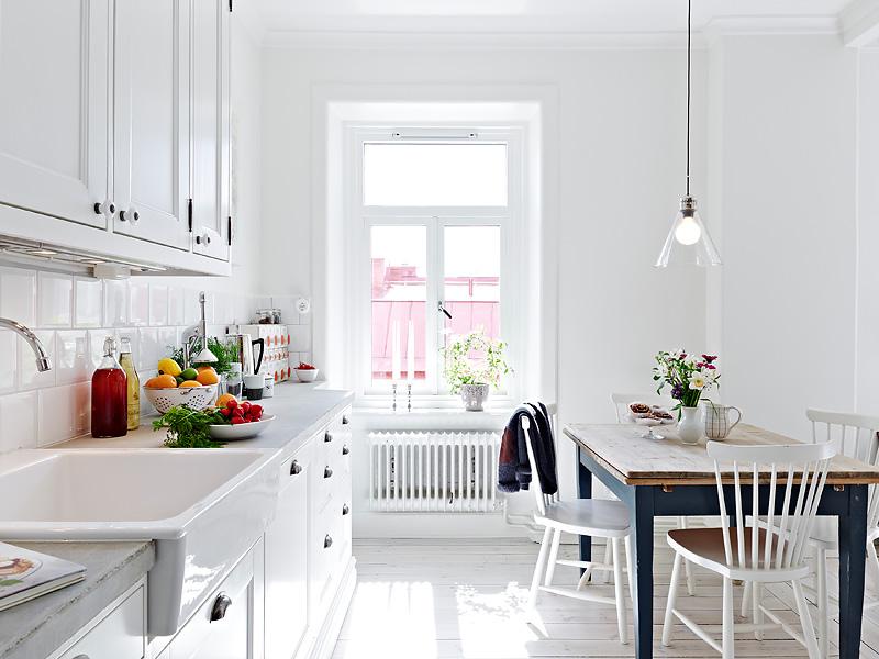 Un apartamento con decoraci n total white - Mesa esquinera cocina ...
