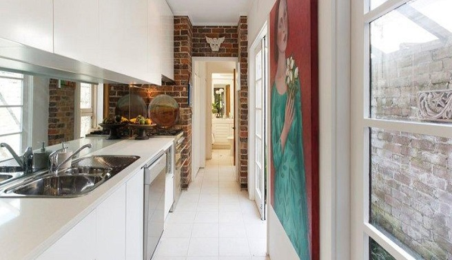Consejos e ideas para decorar cocinas estrechas for Amueblar cocina alargada