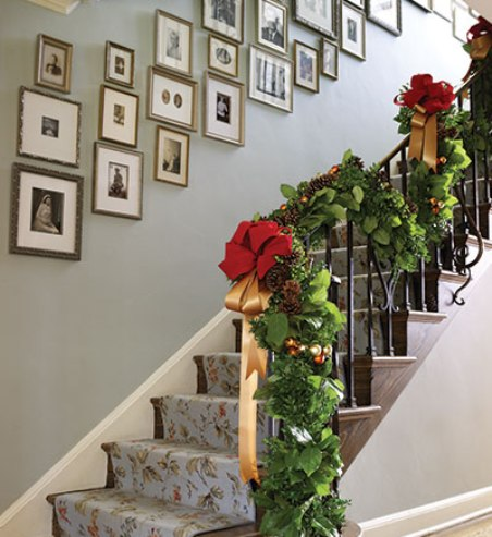 Accesorios para decorar la escalera en navidad for Decorar pared escalera