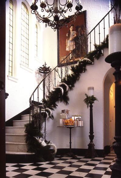 Ideas para decorar una escalera en navidad for Adornos para escaleras