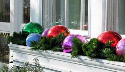 Window-box-outdoor-christmas-decorations-Pic21-805x536