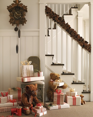 Decora escaleras navidad for Decorar rincones de escaleras