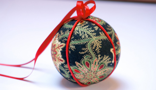 Manualidades para decorar en navidad - Como decorar una bola de navidad ...