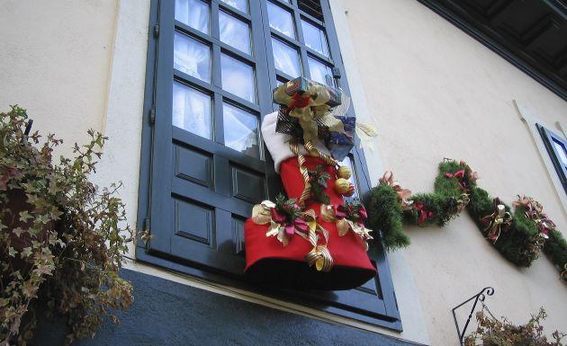 Como Decorar Ventanas Exteriores En Navidad ~ En Navidad, las ventanas pueden ser decoradas de muchas maneras
