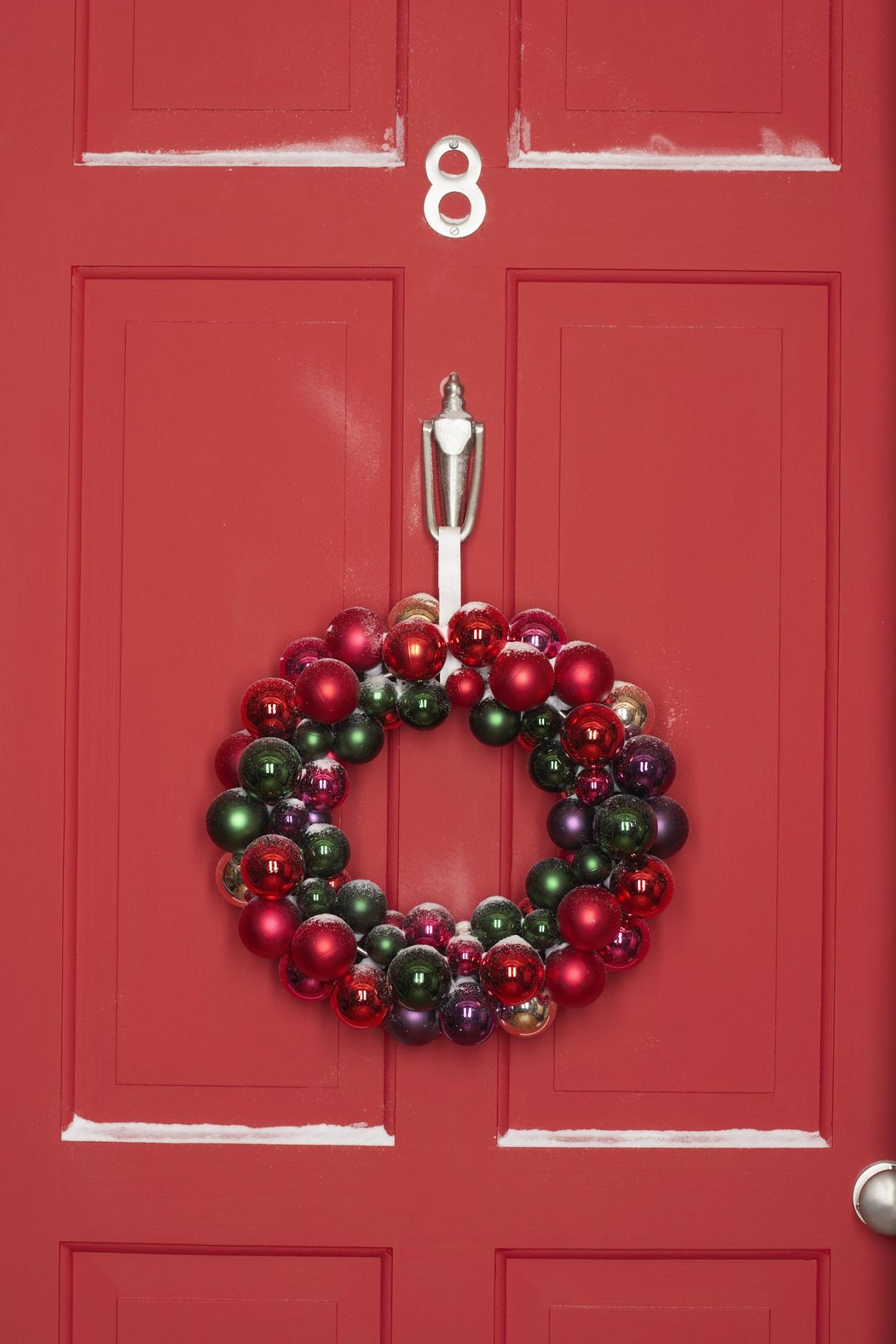 Puertas decoradas de navidad 2 1 for Ideas para decorar puertas de salon
