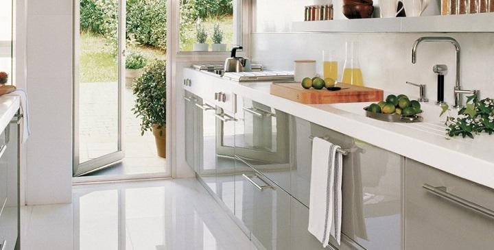 Soluciones para cocinas peque as arquitectura dise o - Como distribuir una cocina cuadrada ...