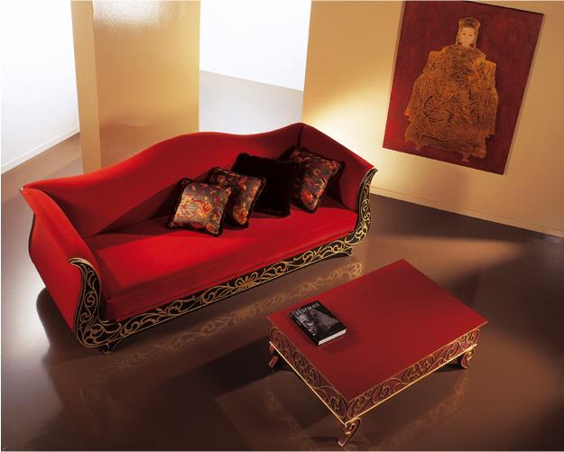 Sofa-tapizado-con-terciopelo-rojo