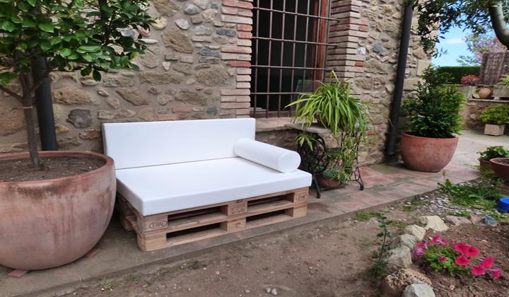 Decorar con palets de madera - Palets decoracion jardin ...
