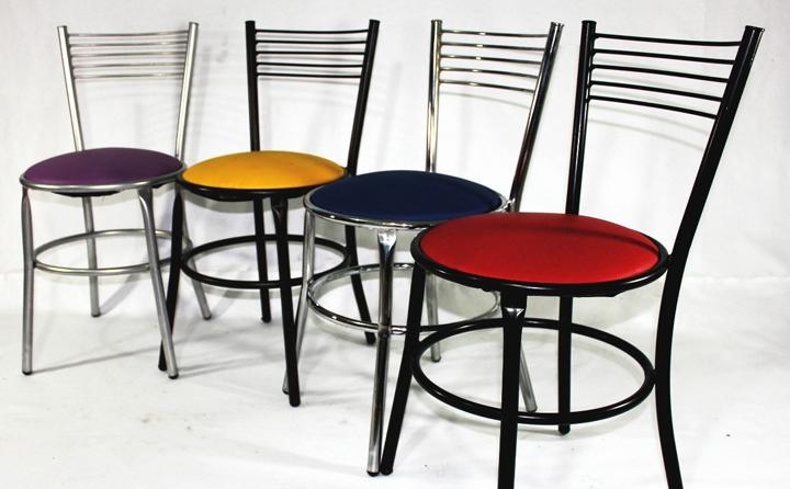 Qu sillas poner en el comedor for Sillas de metal modernas