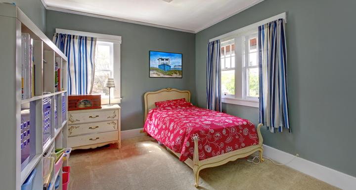 habitacion pintada de azul