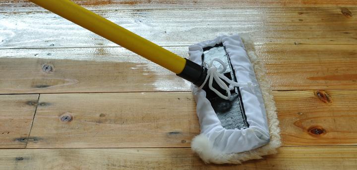 barnizar suelo