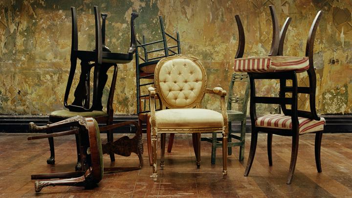Cómo pintar un mueble para que parezca antiguo