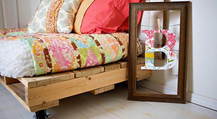C mo hacer una cama con palets for Bases de cama hechas con tarimas