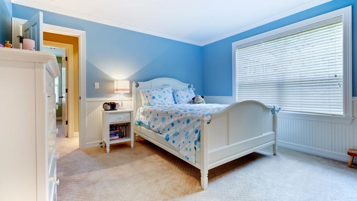 Dormitorios infantiles de color azul for Cuartos pintados de azul