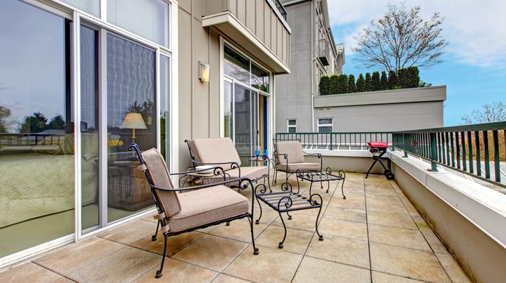 Tipos de baldosas para la terraza for Baldosas de terraza exterior