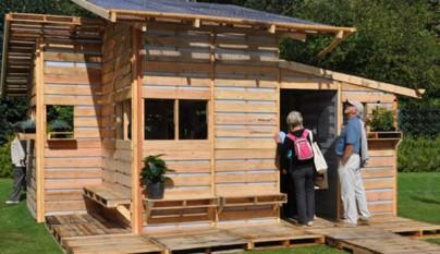 Cosas hechas de palets elegant librera hecha con pallets - Casas con palets de madera ...