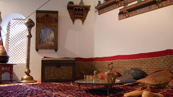 Decoraci n de estilo rabe for Plato de decoracion marroqui salon 2014