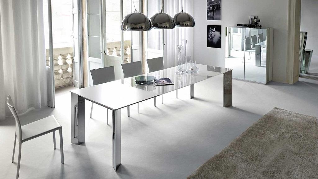 Mesas de cristal para el comedor for Decorar una mesa de comedor de cristal