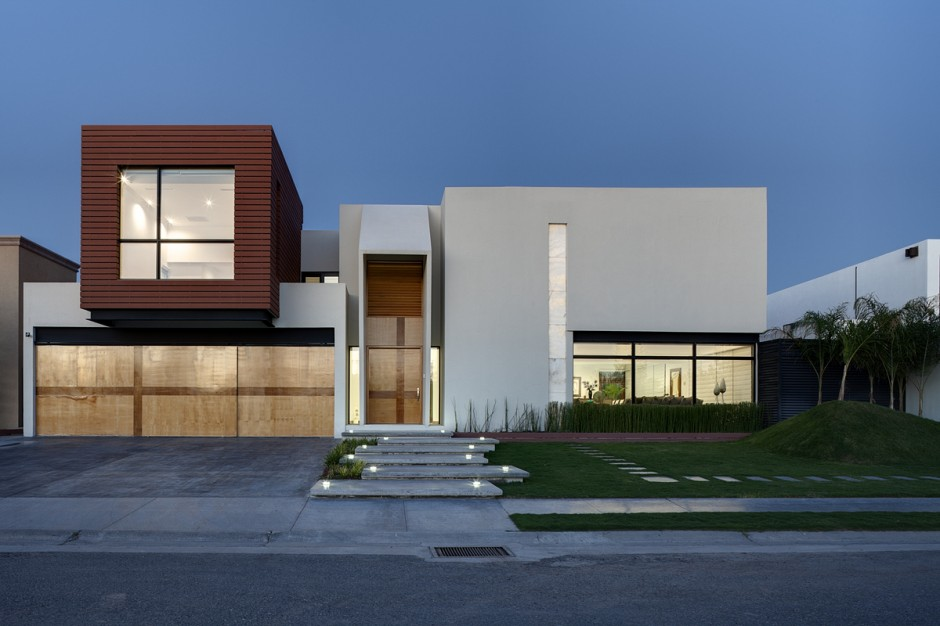 Casa de dos plantas minimalista