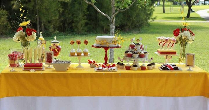 C mo decorar una mesa de dulces for Como decorar una mesa de jardin