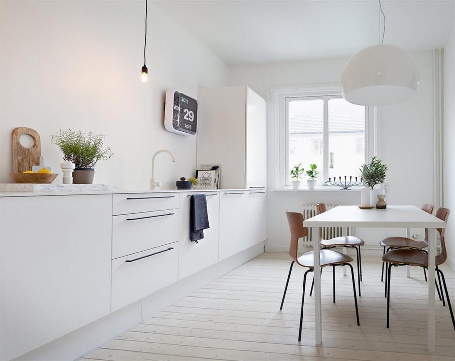 Foto cocina con mobiliario inferior y encimera de m rmol for Recogida muebles cadiz
