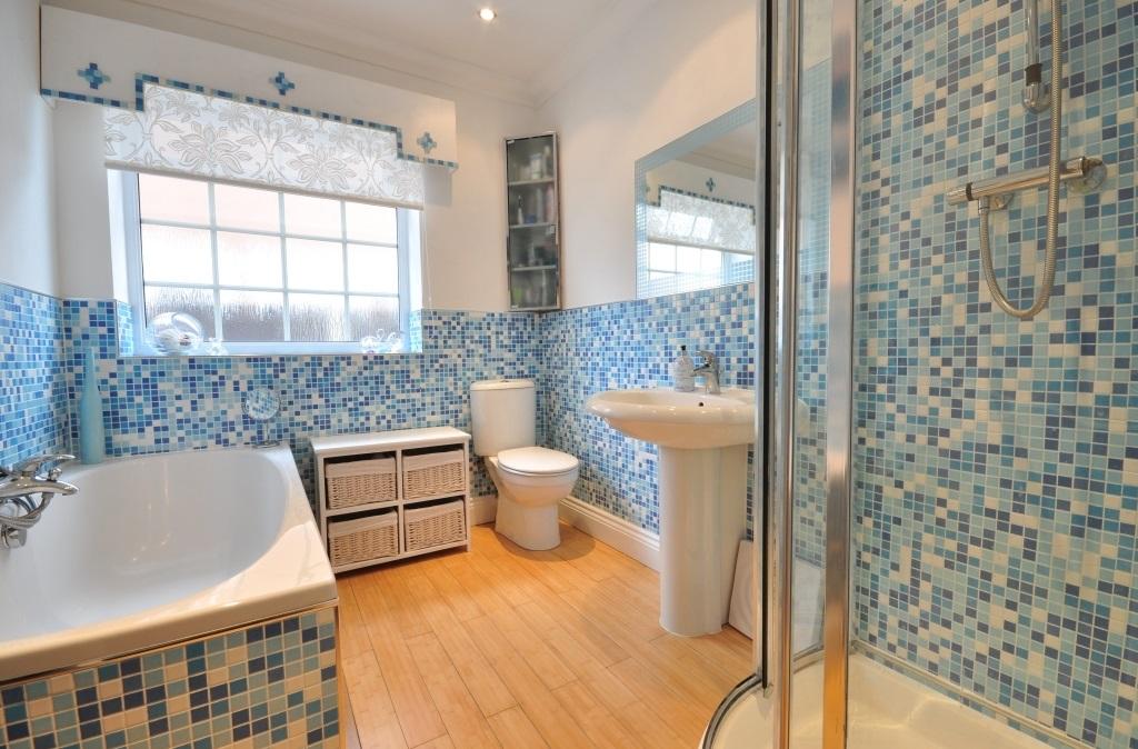 Bano azul blanco26 for Muebles de bano azul