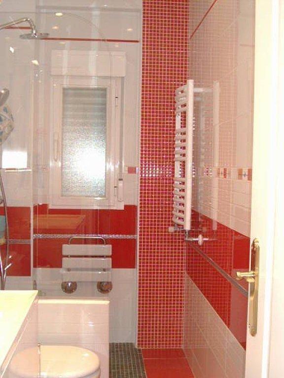 Baños Blanco Con Rojo:blanco y rojo bano8