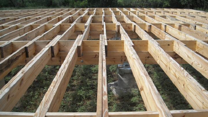 C mo construir una casa de madera paso a paso for Como hacer un techo de madera