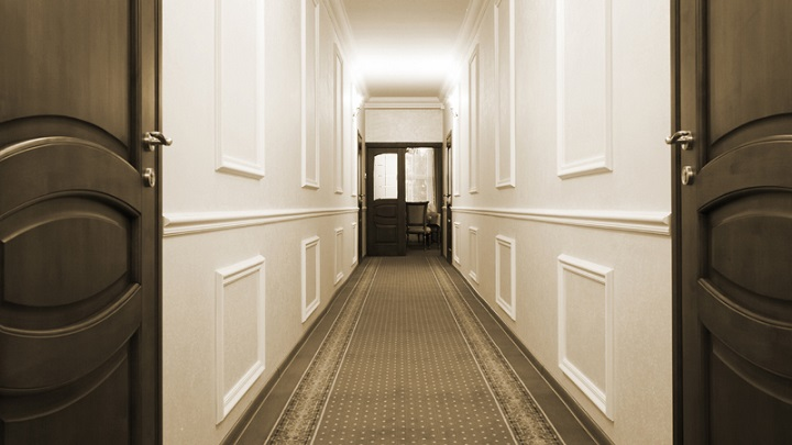 Colores recomendables para pintar el pasillo - Como decorar un pasillo estrecho y oscuro ...