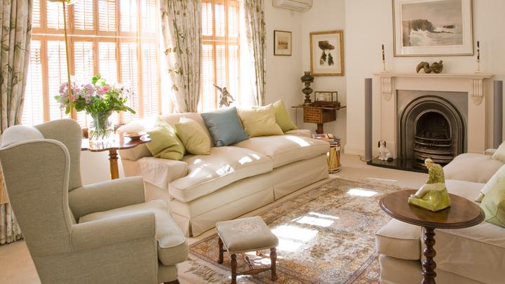 Decorar una casa de campo de estilo ingl s - Pintar muebles estilo vintage ...
