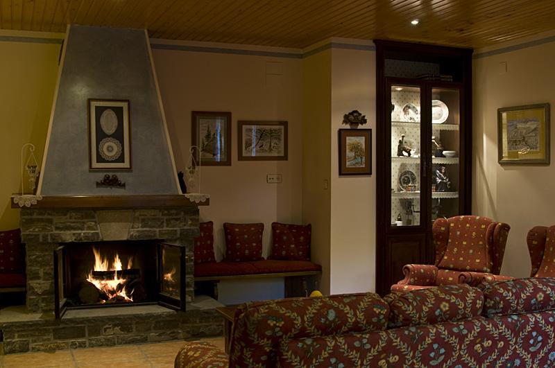 Salon chimenea11 for Como decorar un salon barato