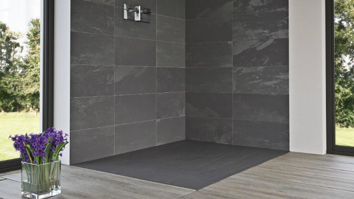 Platos de ducha de pizarra for Ducha sin plato suelo