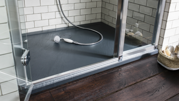 Platos de ducha de pizarra for Platos de ducha a ras de suelo