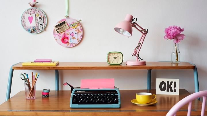 mesa decorada con tonos pastel