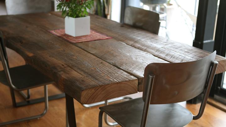 La tendencia raw en decoraci n madera en bruto for Muebles en bruto