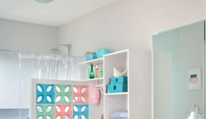 cuarto de baño con colores delicados