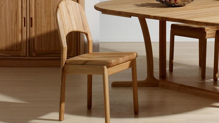 Cuidado y mantenimiento de un mueble barnizado for Pintar mueble barnizado